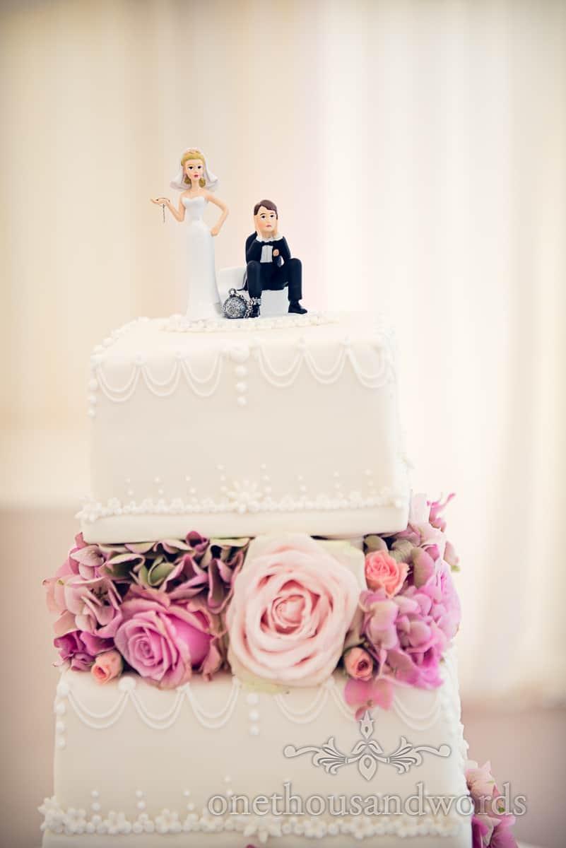 Wedding cake with fowers