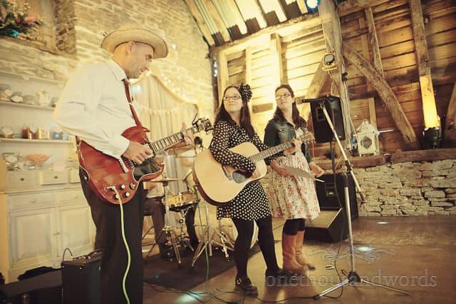 countryside wedding band at barn wedding photographs