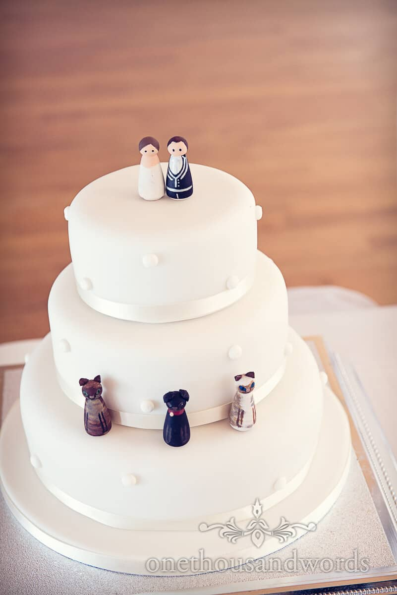 wedding cake with dog and cats