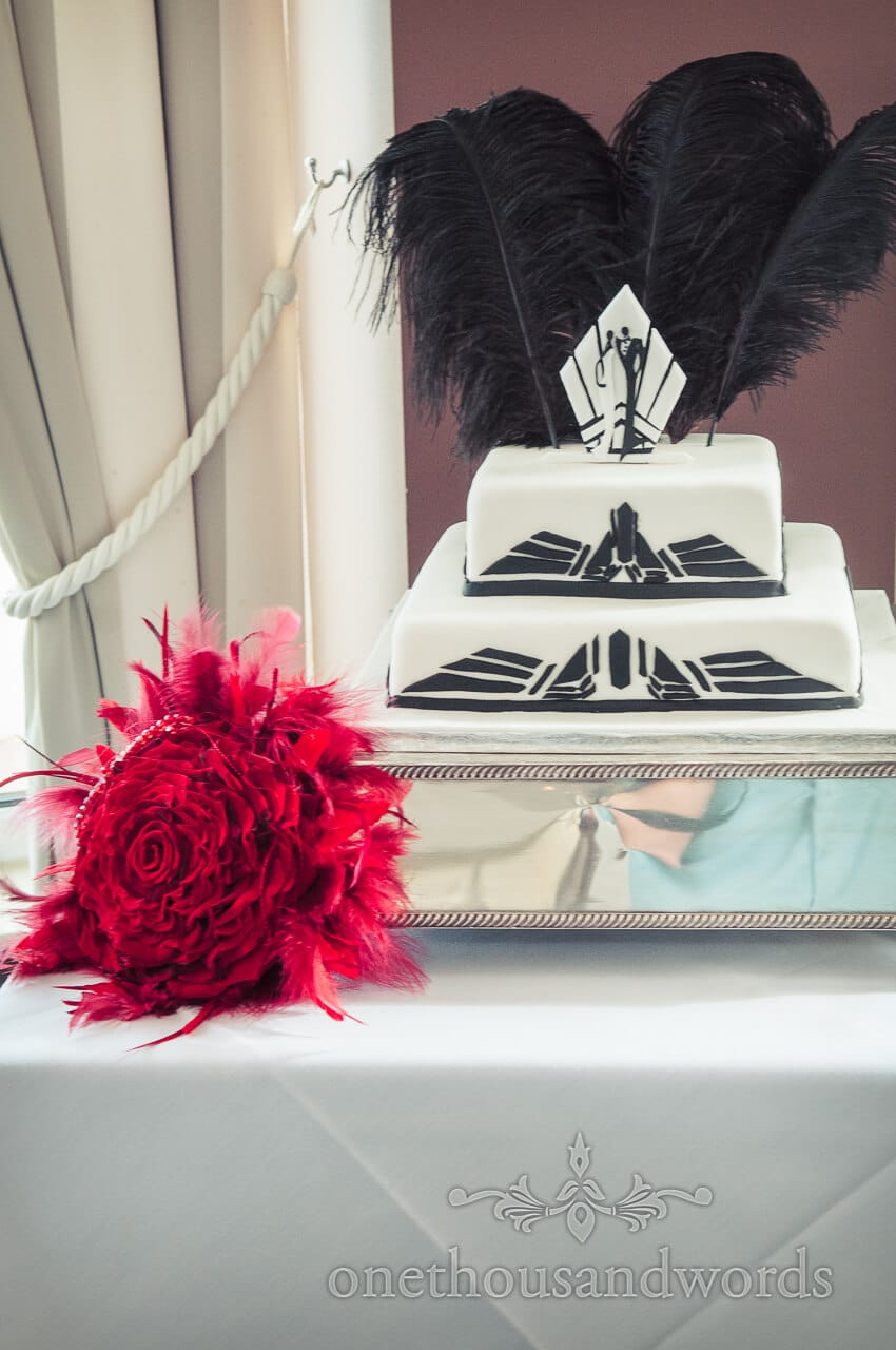 Art deco black and white wedding cake