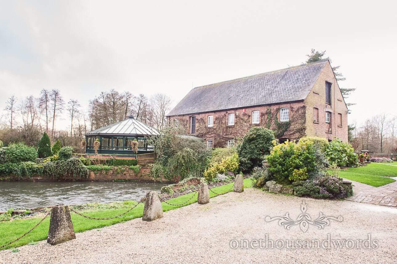 Old Mill wedding venue in Aldermarston Berkshire wedding photographs