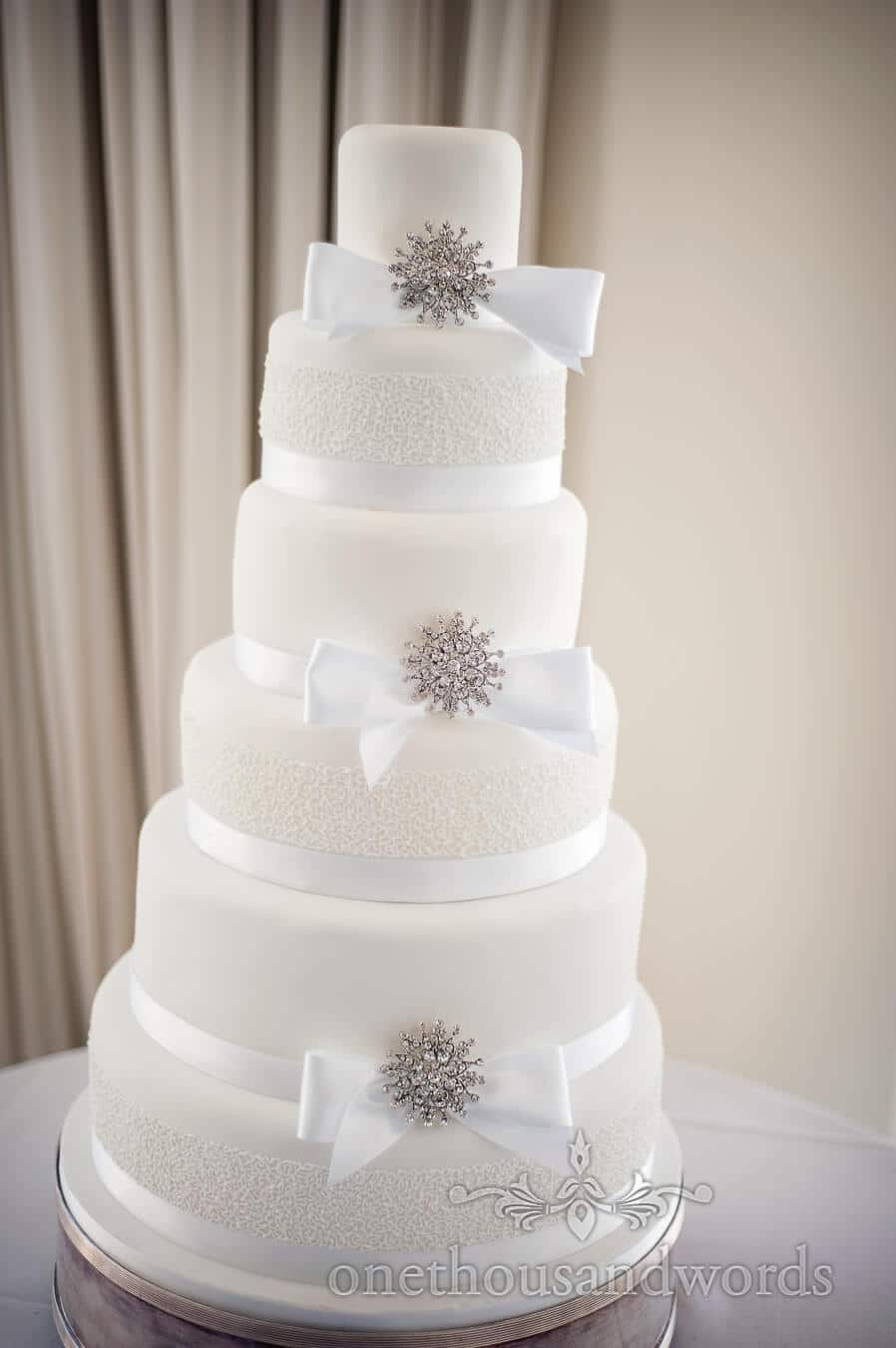 ribbon wedding cake poole wedding venue photographs at harbour heights hotel 7091