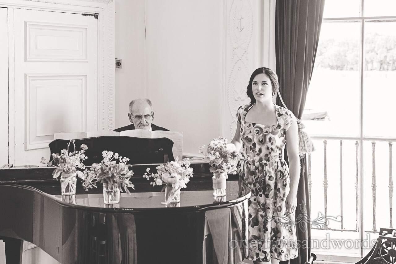 Wedding guest sings with piano at Trafalgar Tavern Wedding venue in Greenwich